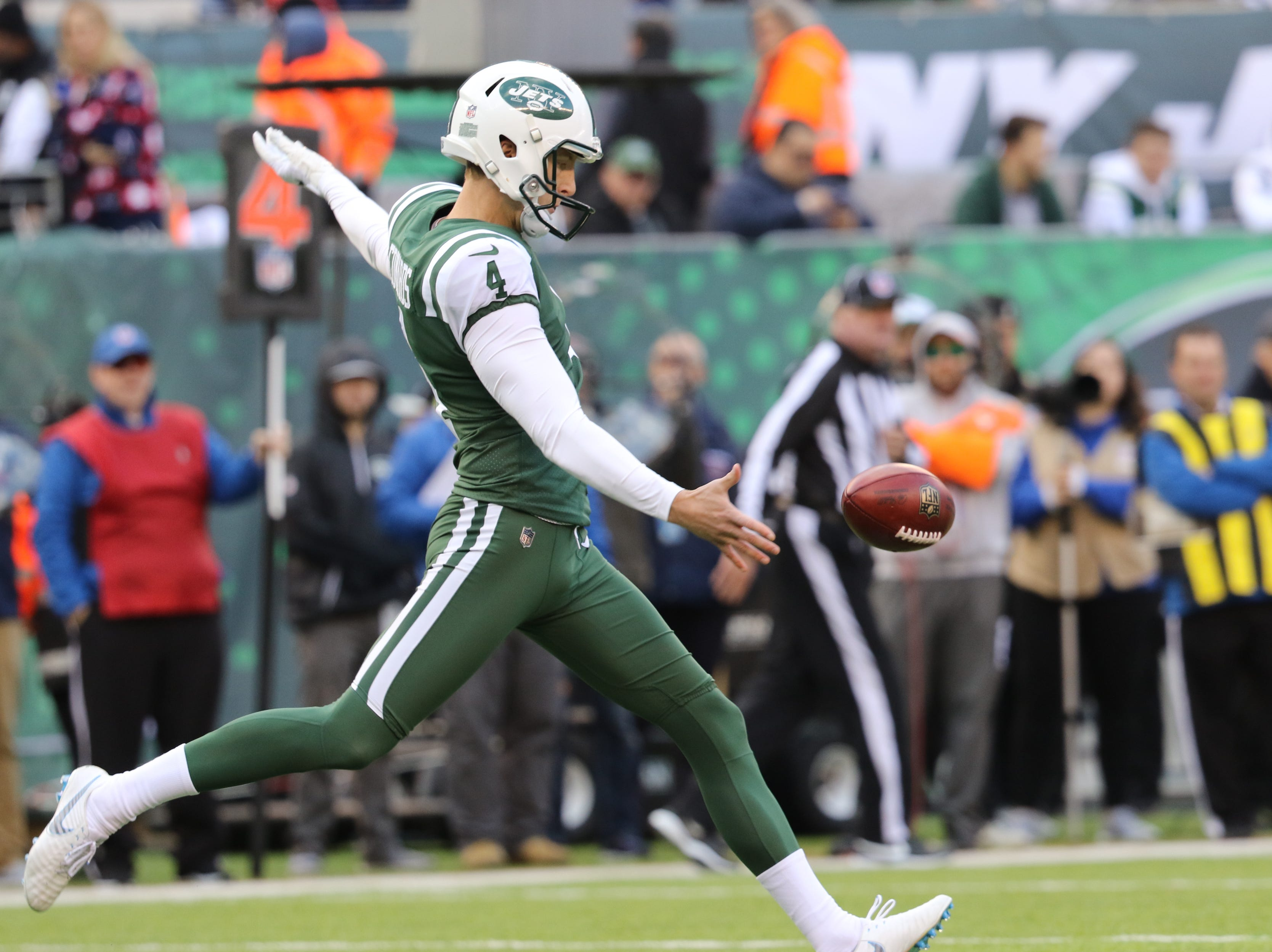 Lachlan Edwards punts for the Jets during the first half. Sunday, November 25, 2018