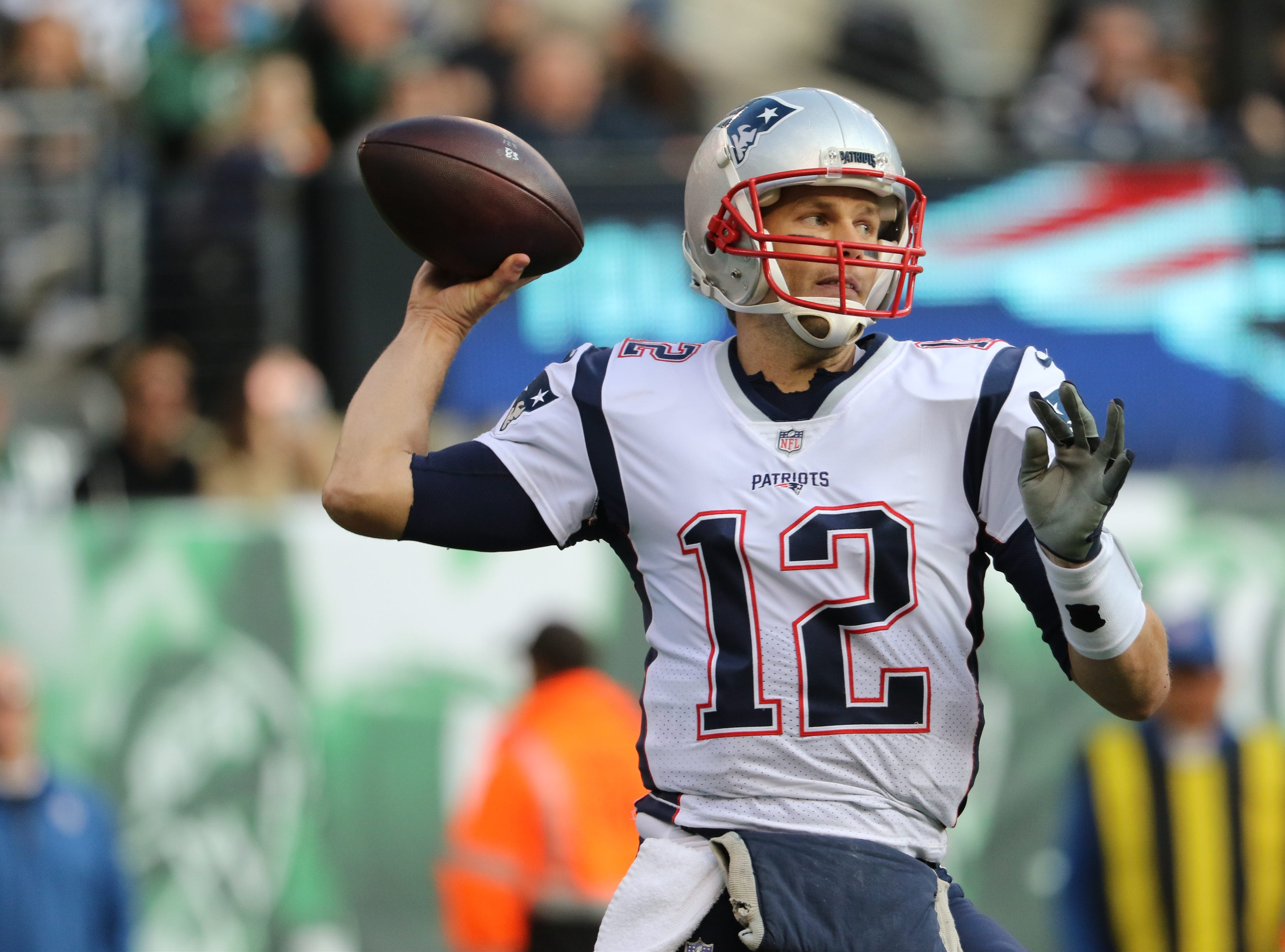 Tom Brady passes the ball during the first half, Sunday, November 25, 2018.