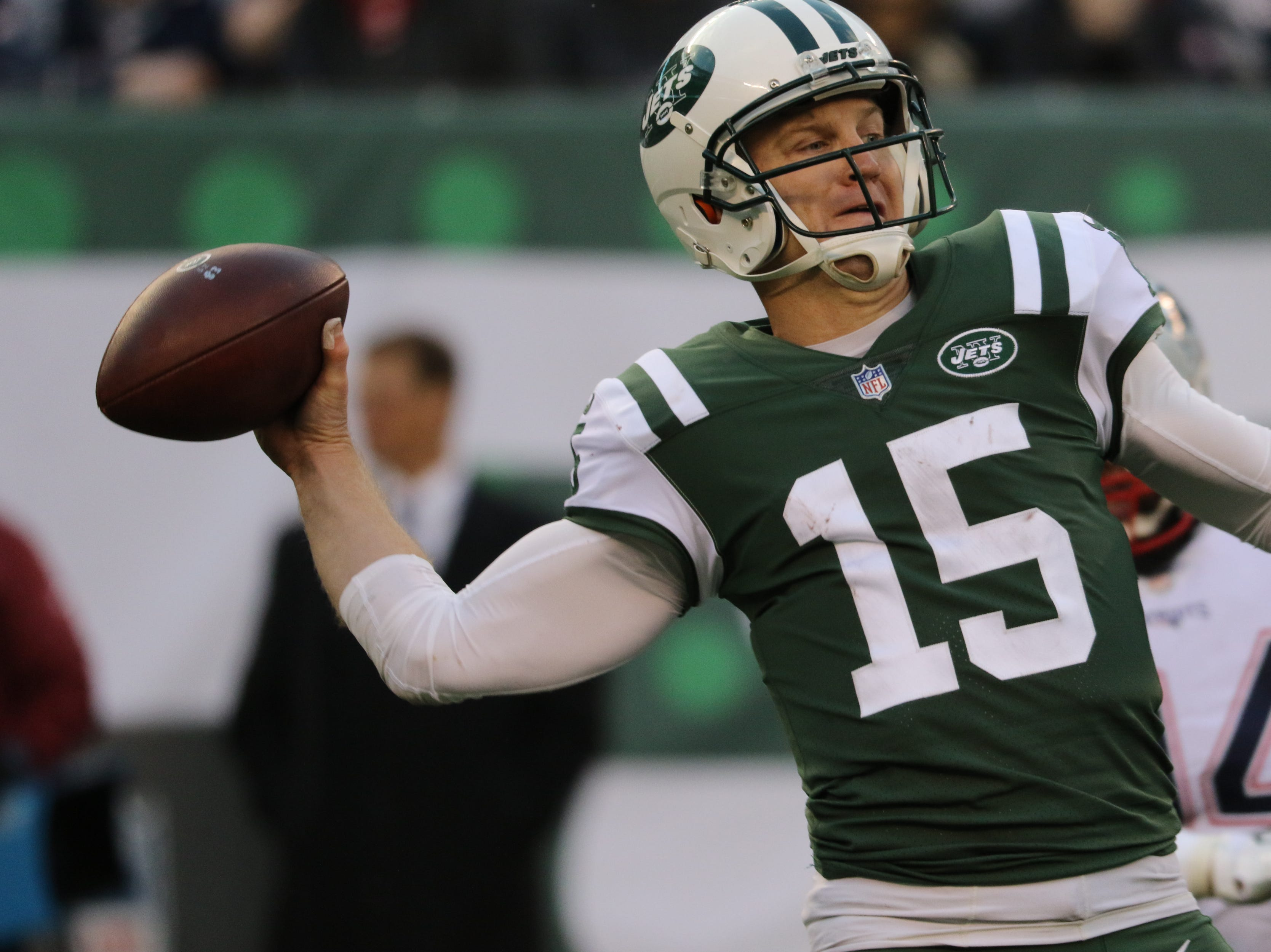 Josh McCown throws a pass during the second half. Sunday, November 25, 2018