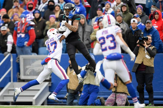 Jacksonville Jaguars wide receiver Donte Moncrief, center, makes a catch as Buffalo Bills defensive back Levi Wallace (47) defends during the second half of an NFL football game, Sunday, Nov. 25, 2018.