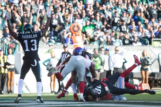 Eagles tight end Zach Ertz (86) is brought down in the end zone to score Sunday against the Giants. The Eagles defeated the Giants 25-22.