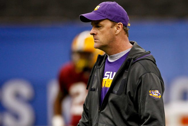LSU analyst and former quarterbacks coach Steve Kragthorpe during practice for the 2012 BCS national championship game.