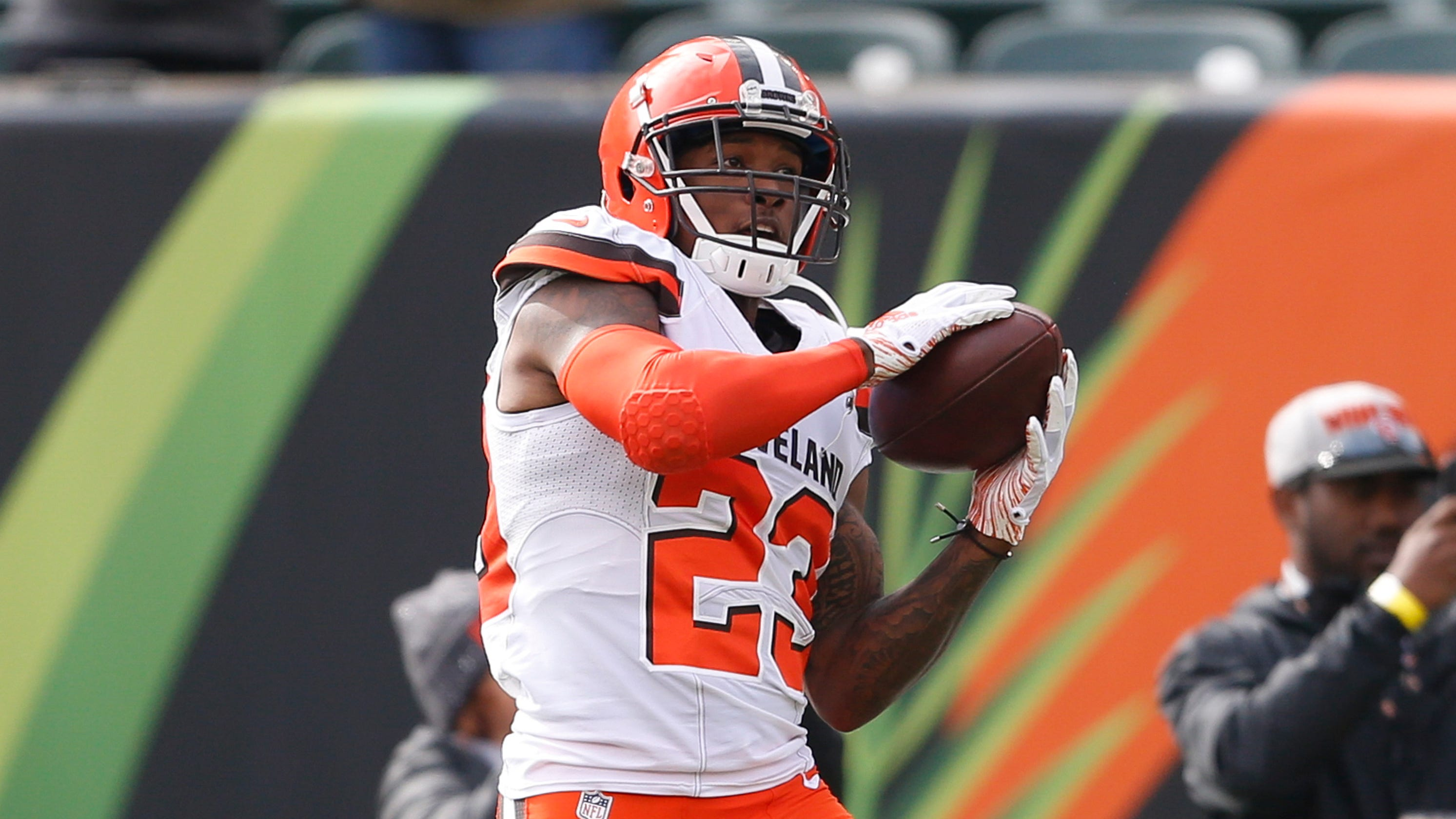 cleveland browns hue jackson trolled by damarious randall after pick