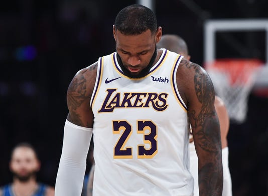 5690f0a2712db Lakers must learn to play like bullies when necessary
