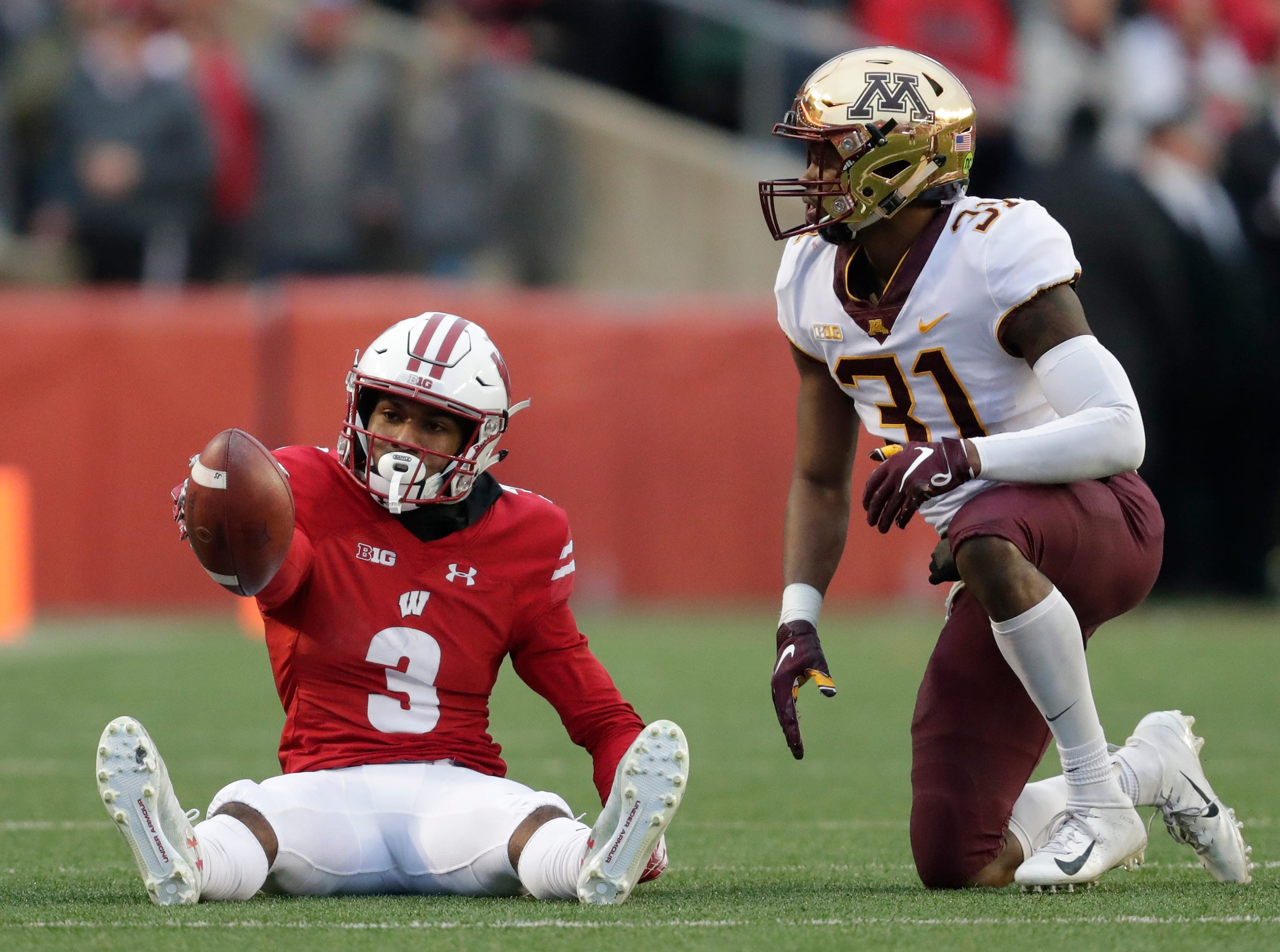 Wisconsin wide receiver Kendric Pryor (3) signals for a first down after making a reception against Minnesota defensive back Kiondre Thomas to end the first quarter Saturday, November 24, 2018, at Camp Randall Stadium in Madison, Wis. Dan Powers/USA TODAY NETWORK-Wisconsin