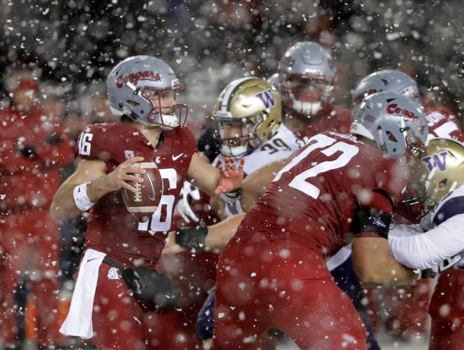 Gardner Minshew and the Washington State offense were slowed by the snow on Friday in Pullman.