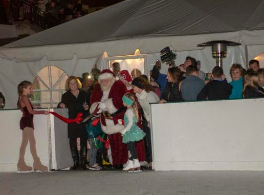 The 10th Annual Light Up the Levee Celebration kicked off Sunday, Nov. 25, 2018. Newport opened their skating rink with a ribbon cutting with Santa Clause.