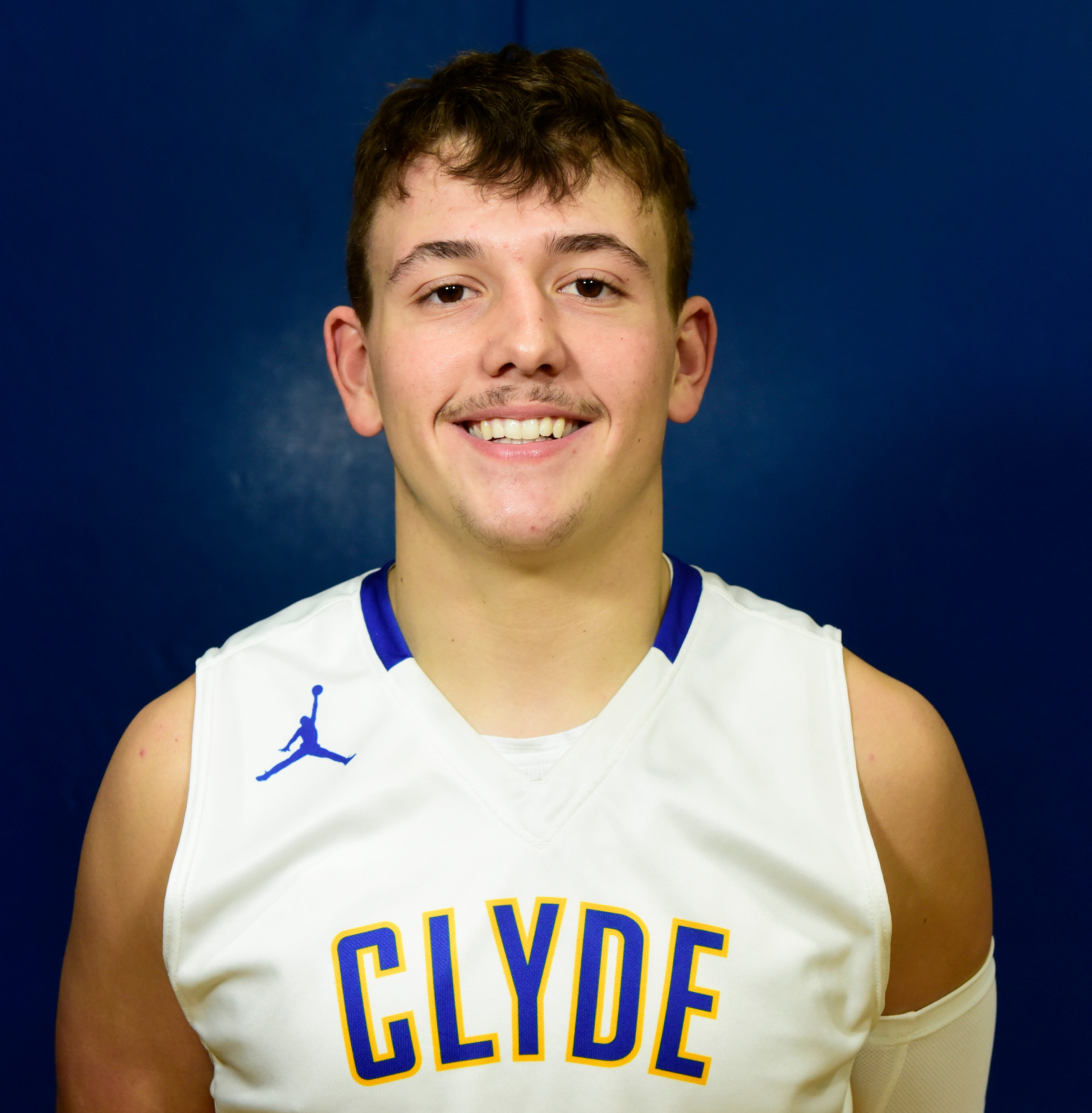 Roundup: Farrar leads Clyde past Port Clinton with 9 3-pointers