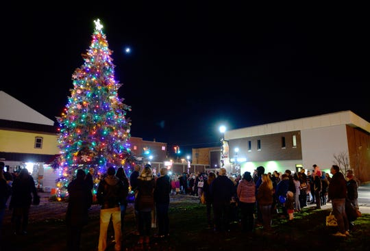 Downtown Fremont Inc. held its 4th Annual Holly Jolly Tree Lighting at the corner of Front and Croghan streets downtown in December 2017. The Holly Jolly Terra State Holiday Parade is Saturday at 6 p.m. in downtown Fremont on Front Street.
