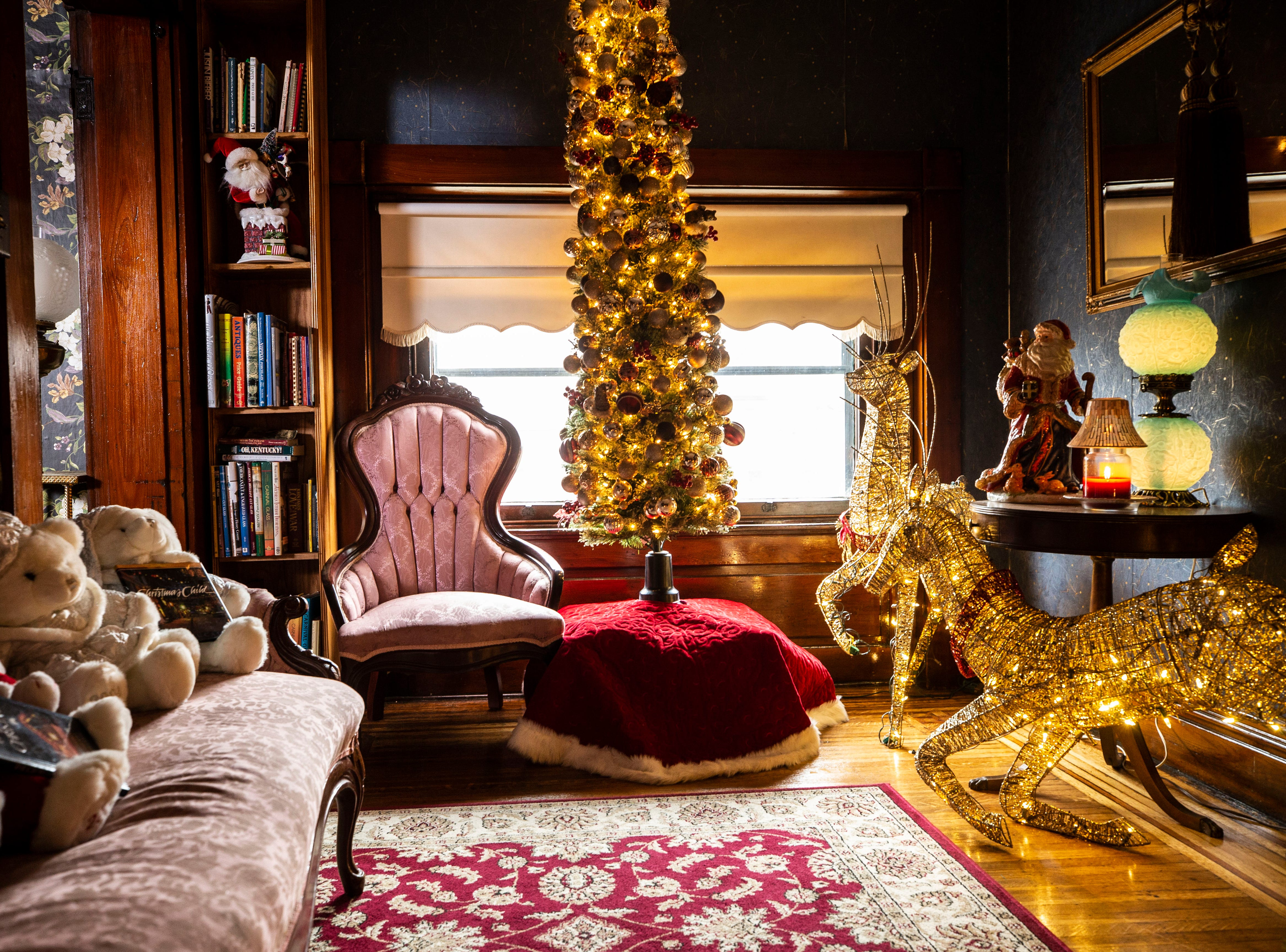 This sitting room on the third floor features gold holiday decorations.