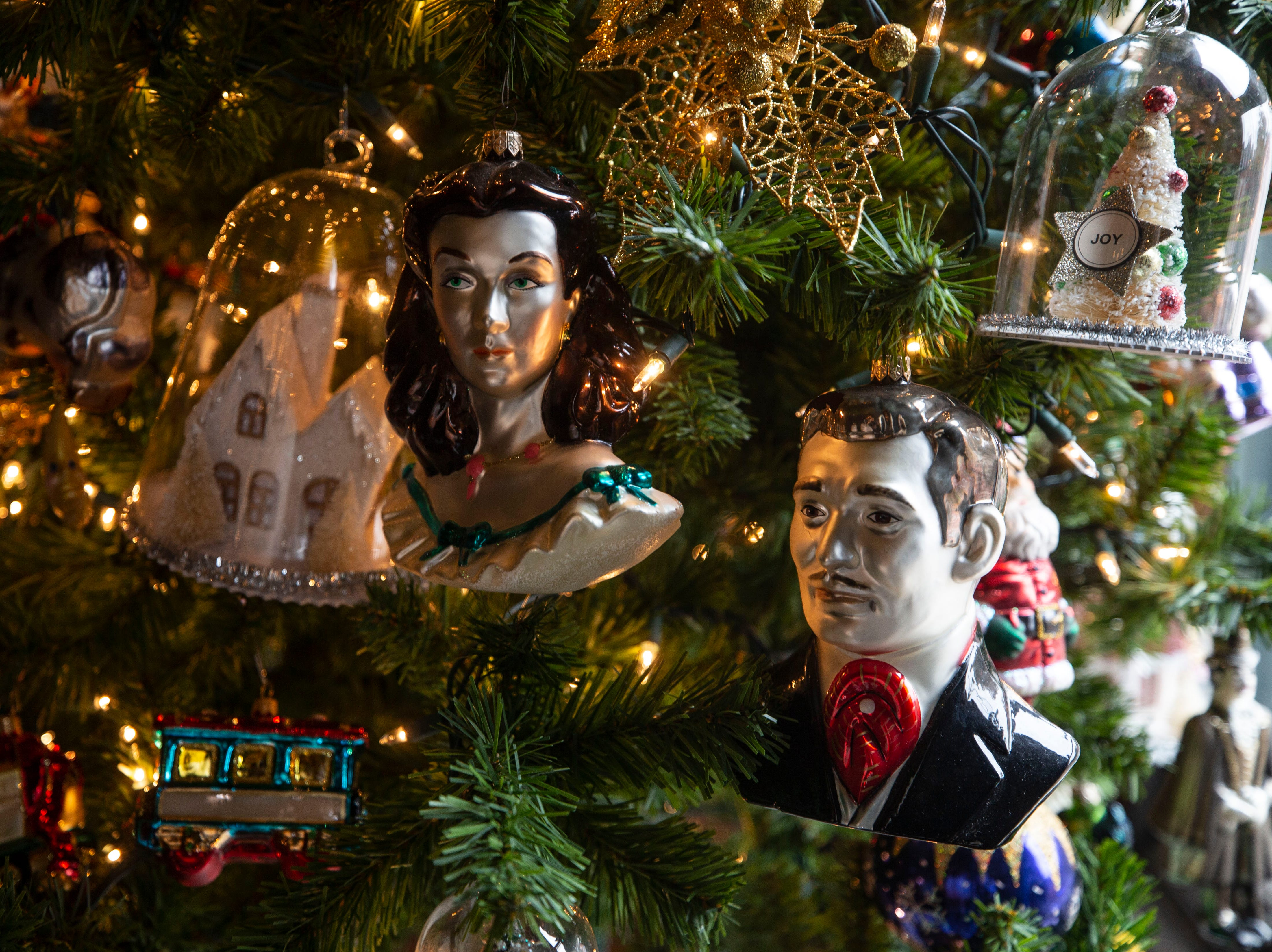 David Brown is a fan of Gone With The Wind, so you'll find a few homages to the movie in the ornaments as well as his home.