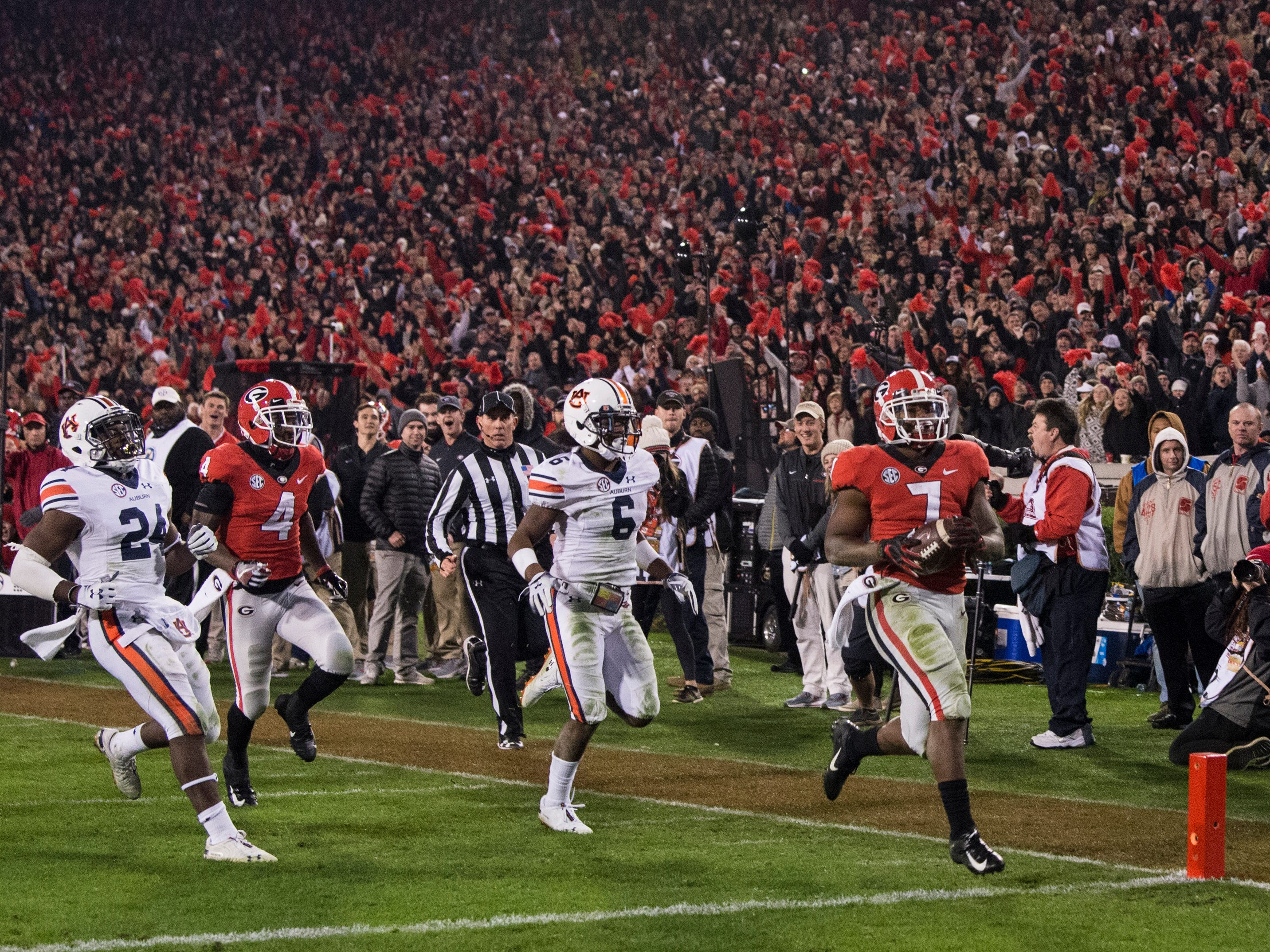 Georgia running back D'Andre Swift (7) runs into the end zone after breaking a 77-yard run against  Auburn at Sanford Stadium in Athens, Ga., on Saturday, Nov. 10, 2018. Georgia defeated Auburn 27-10.