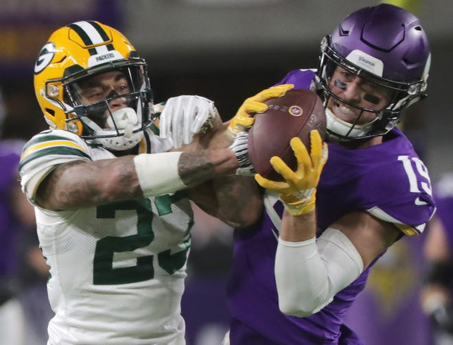 Minnesota Vikings wide receiver Adam Thielen (19) wrestles the ball from Green Bay Packers cornerback Jaire Alexander (23) for a 20-yarrd reception during the second quarter of their game against the Minnesota Vikings Sunday, November 25, 2018 at U.S. Bank Stadium in Minneapolis, Minn.MARK HOFFMAN/MHOFFMAN@JOURNALSENTINEL.COM