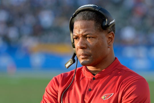 Nov 25, 2018: Arizona Cardinals head coach Steve Wilks looks on during the fourth quarter against the Los Angeles Chargers at StubHub Center.