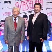 Juan Ignacio Aranda (der) reveló que aún no sabe que robaron en la casa de su padre, don Ignacio López Tarso (izq).