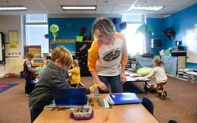 Teacher Laura Tate works with kindergarten students at Mississippi Heights Elementary School Monday, Nov. 26, in Sauk Rapids.