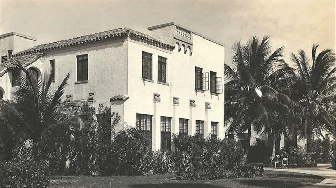 Sunrise Inn operated by Reardon in 1930s. x