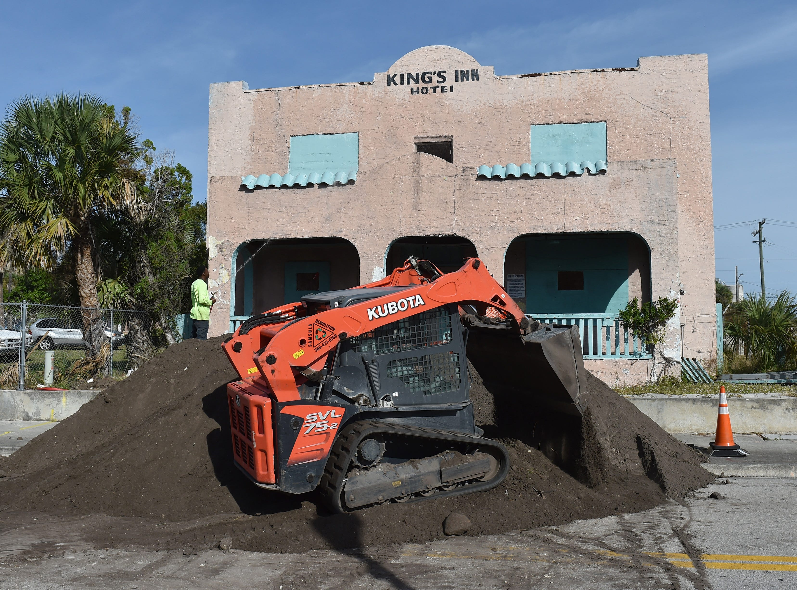 The demolition of the old King's Inn building at 414 Avenue D begins on Monday, Nov. 26, 2018, in Fort Pierce. The King's Inn, a 5,624 square foot hotel constructed in 1926, has been vacant for more than a decade, and is under deconstruction through Monday, Dec. 3, 2018, closing Avenue D from U.S. 1 to North 7th Street.