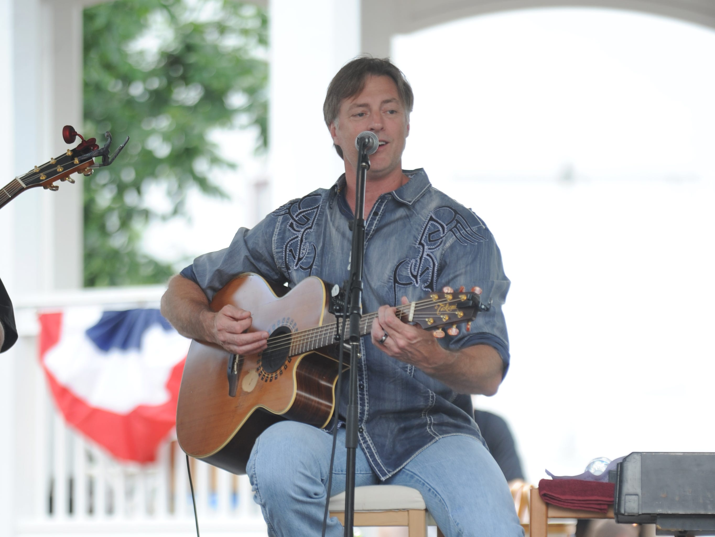 Country music star Darryl Worley performs at the Longaberger Homestead during Longaberger's Great American Picnic Celebration on Friday.