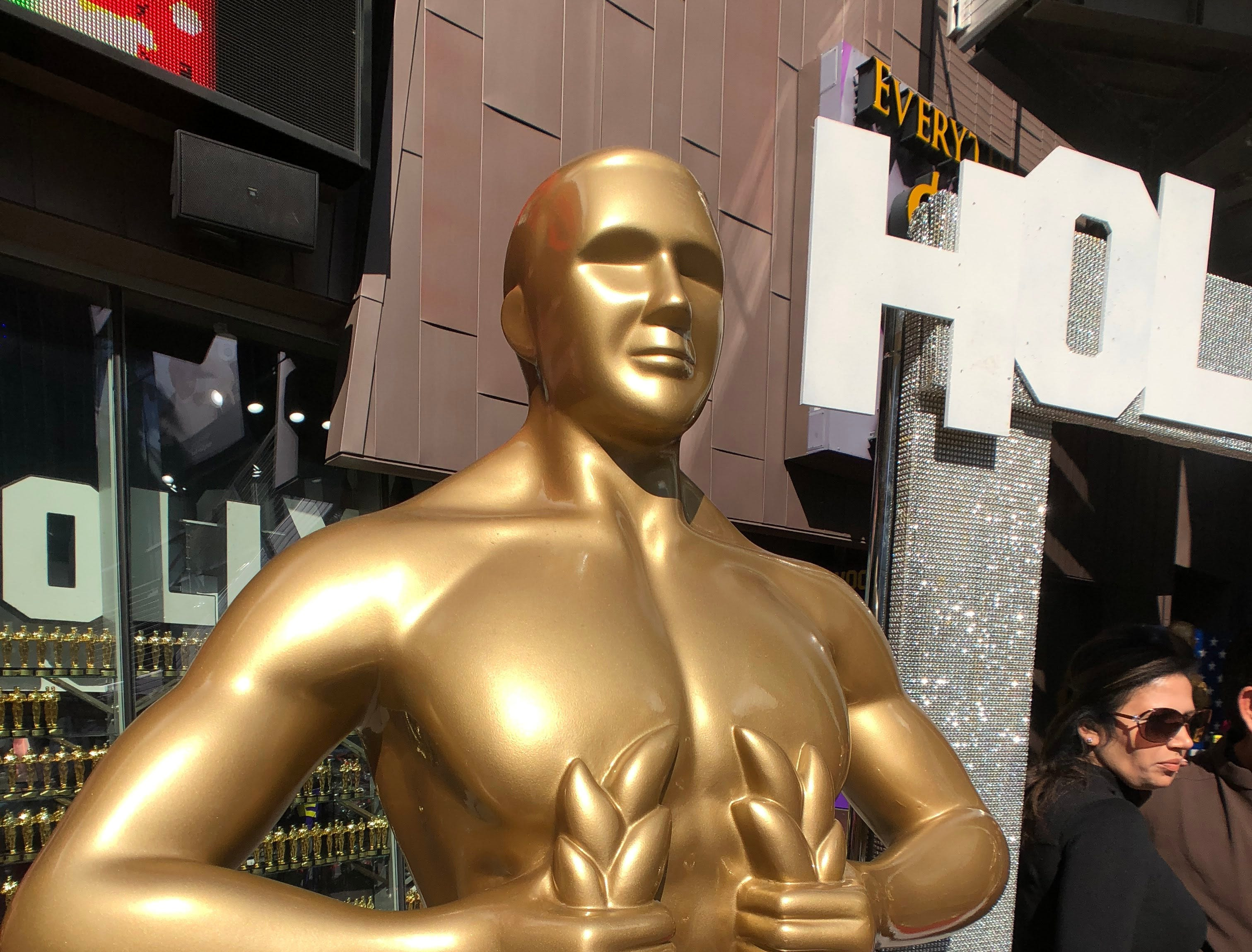 Pose with Oscar