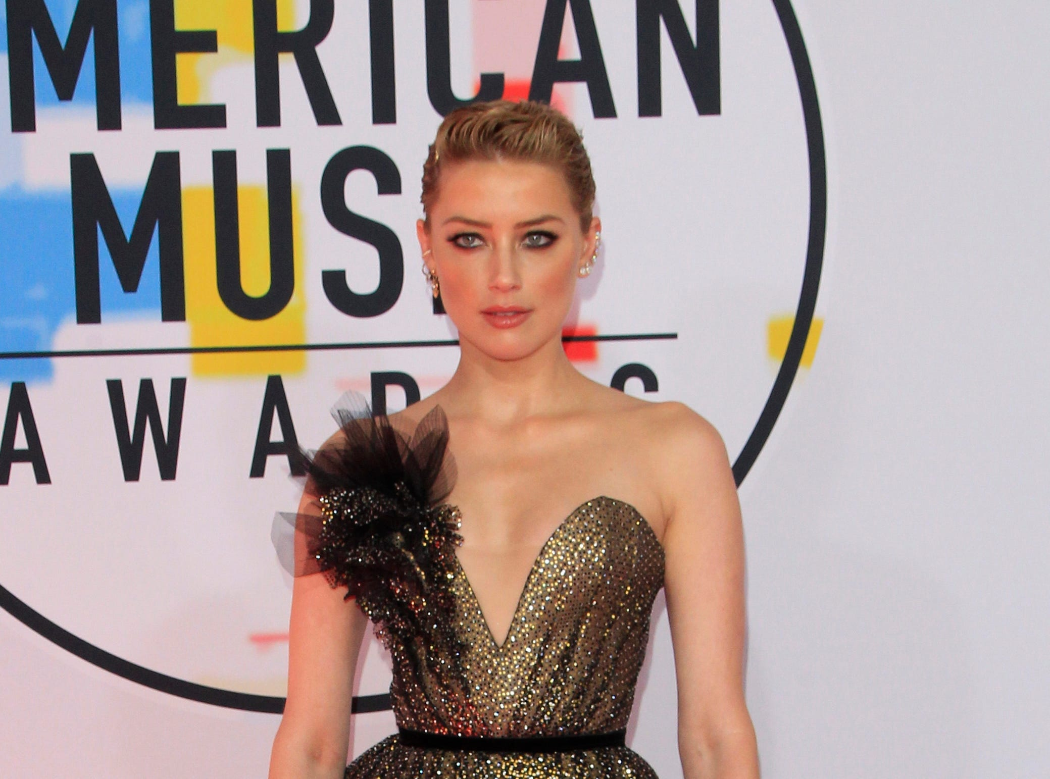 epa07081957 US actress Amber Heard arrives for the 2018 American Music Awards at the Microsoft Theater in Los Angeles, California, USA, 09 October 2018.  EPA-EFE/NINA PROMMER ORG XMIT: MAN168