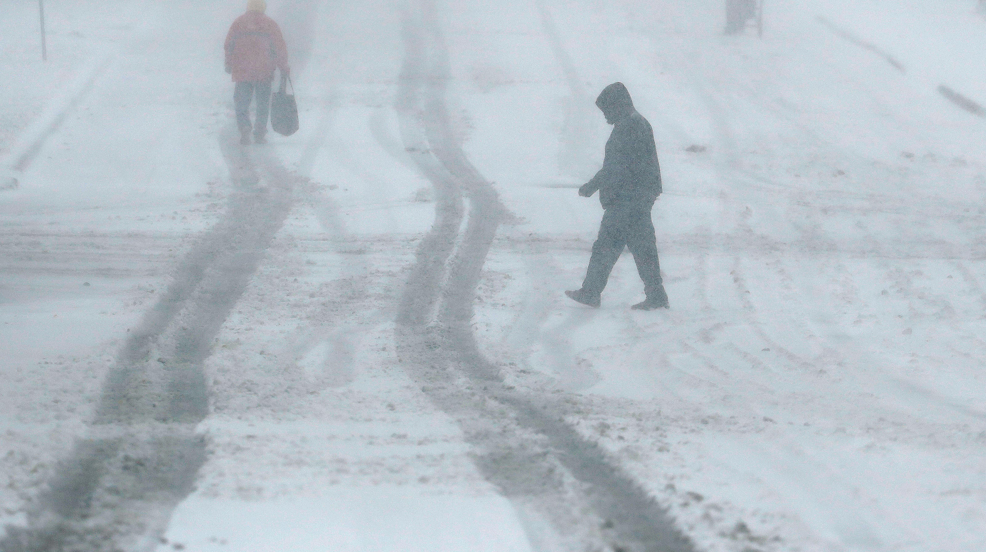 Heavy snow across Midwest, including Chicago, complicates post-Thanksgiving travel