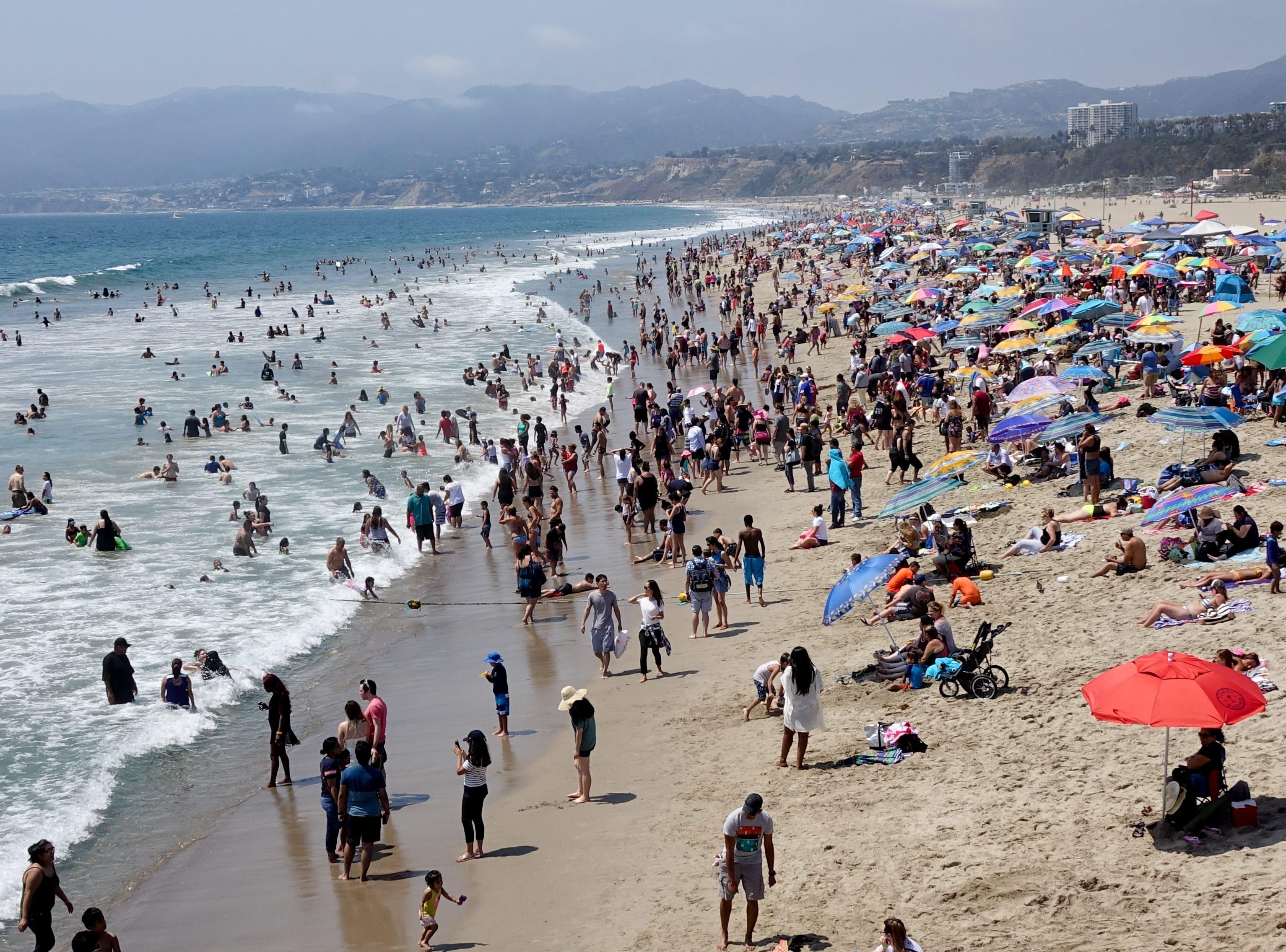 A crowded Saturday in Santa Monica