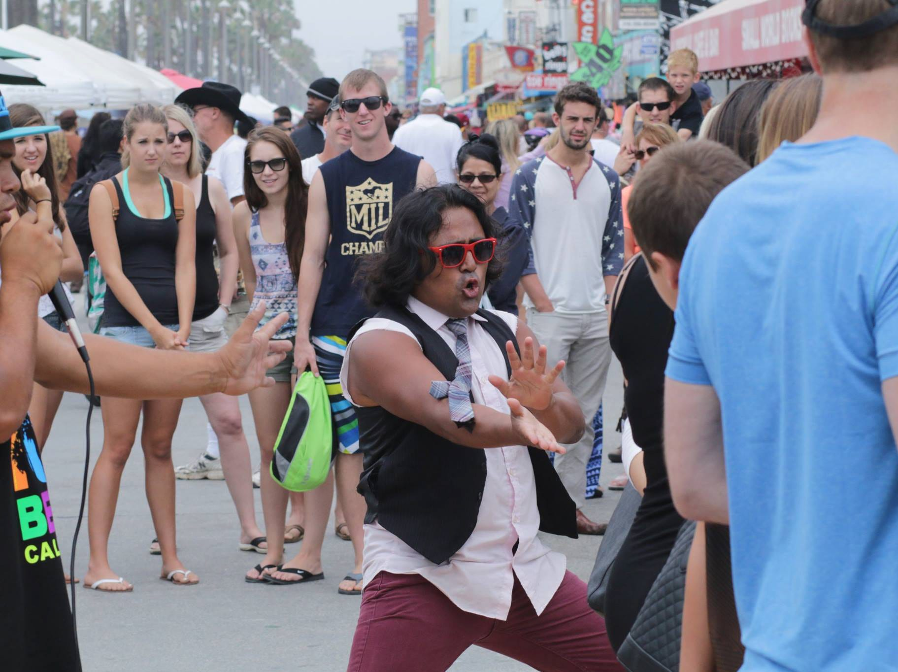 A street performer in Venice Beach