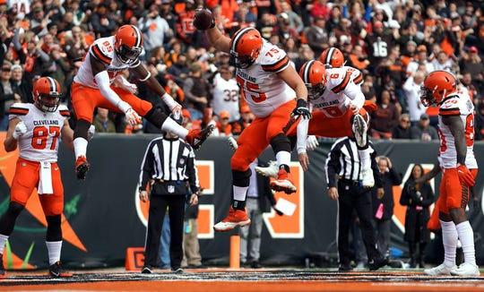 Browns guard Joel Bitonio (75) spikes the ball to celebrate a touchdown by tight end David Njoku (85) last season.