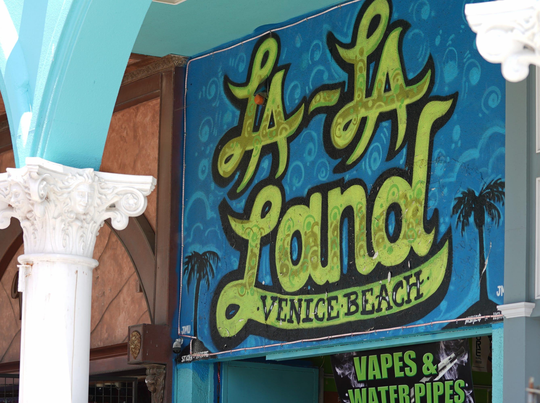 A La La Land themed smoke shop