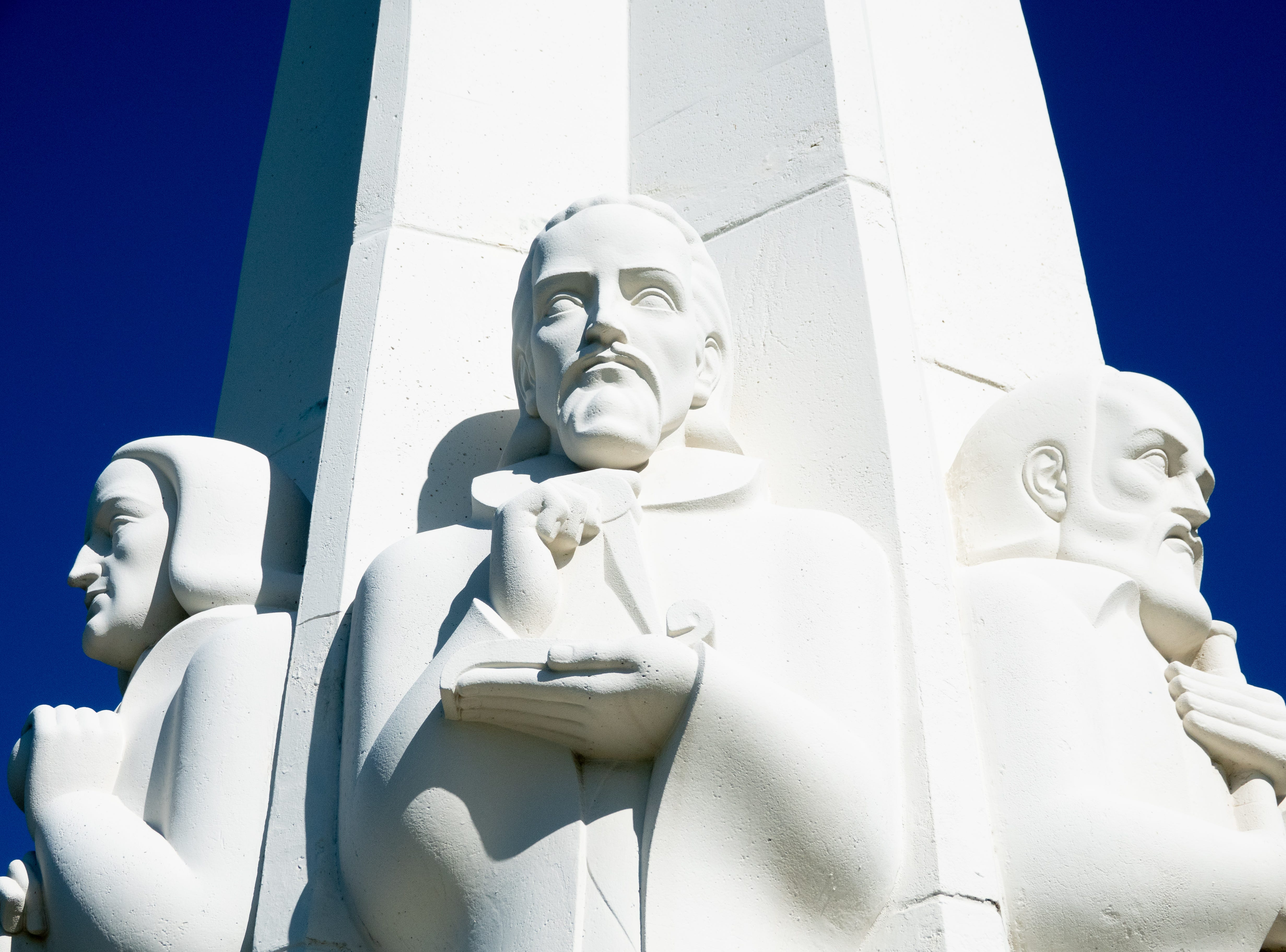 Closeup of a statue at the Griffith Observatory