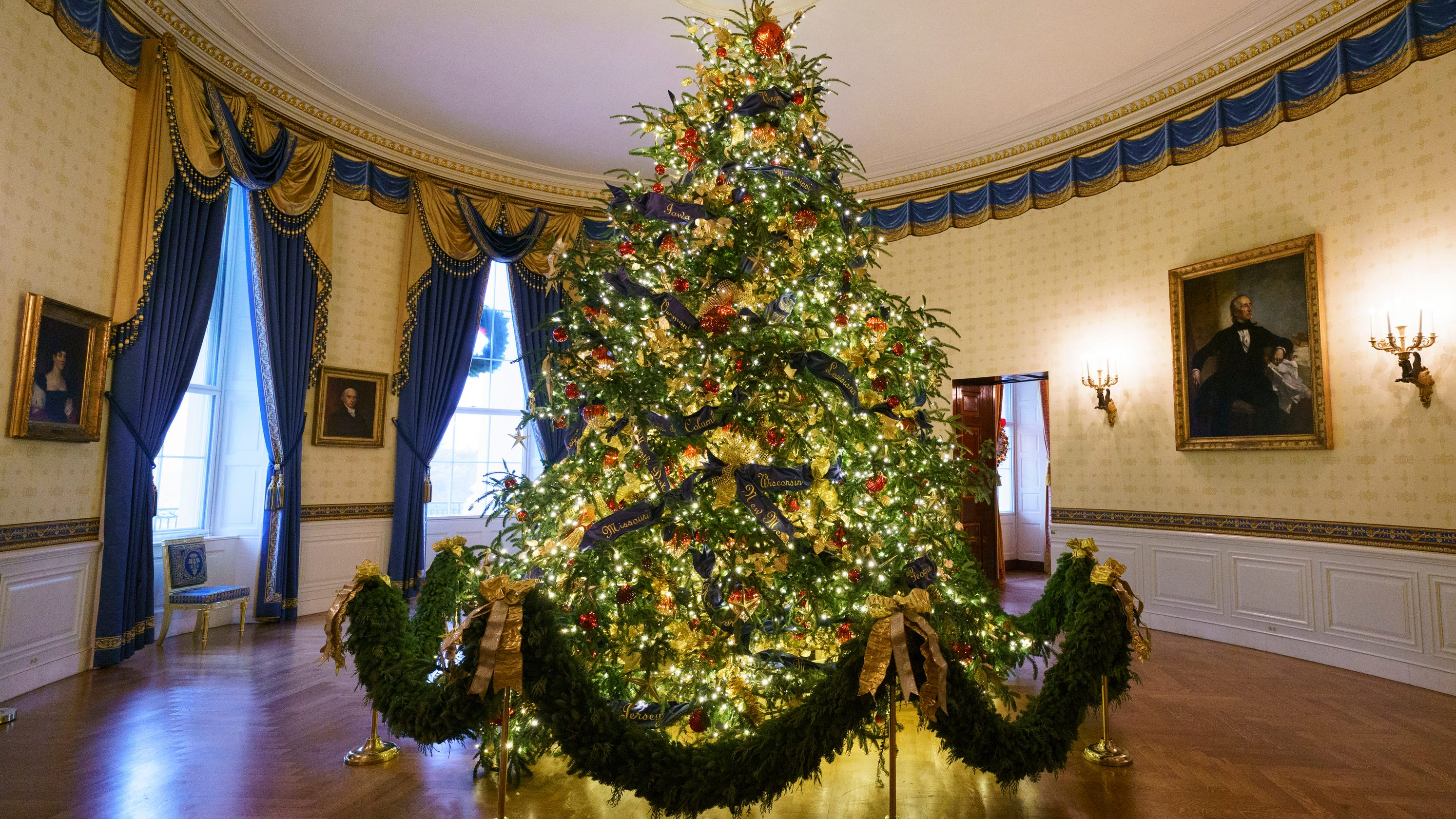 2019 White House Christmas Trees Melania Trump reveals 2018 White House holiday decorations