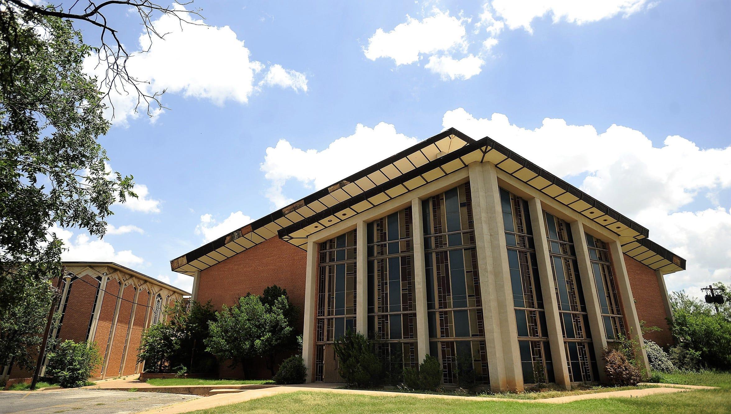 University Baptist Church before its demolition.