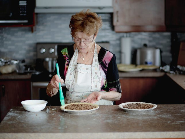 Aging mom's baking skills take a nosedive