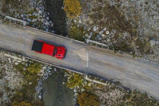 Jeep Gladiator mid-size pickup enters battle