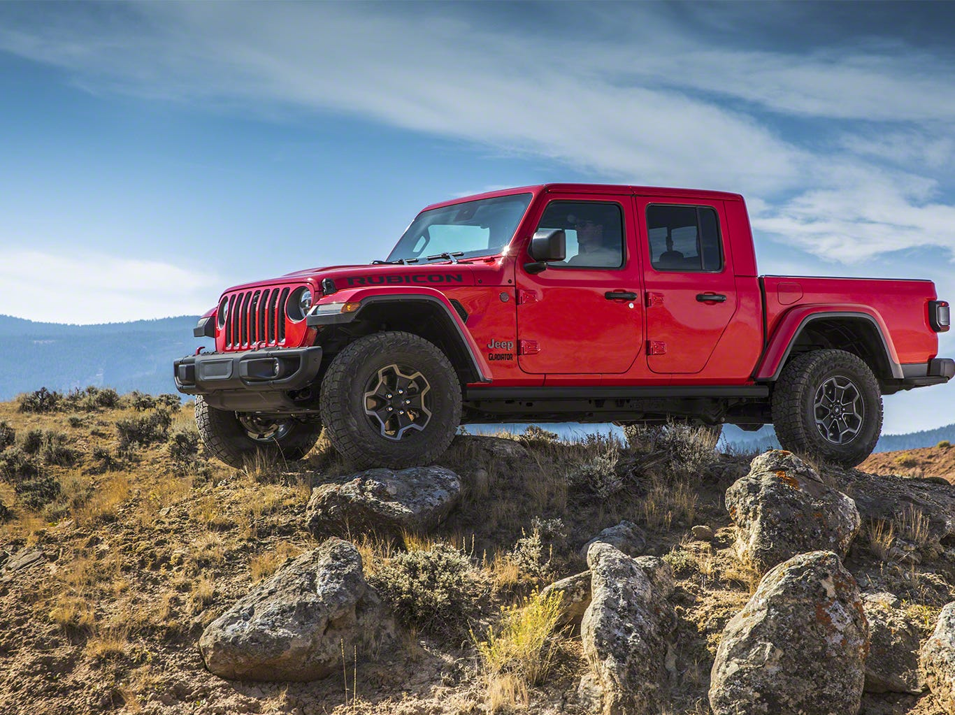The 2020 Jeep Gladiator's body-on-frame design uses advanced materials and engineering to be lightweight, yet stiff and durable, and features an all-new lightweight, high-strength steel frame.