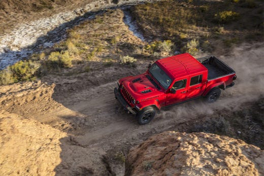Jeep Gladiator mid-size pickup enters battle