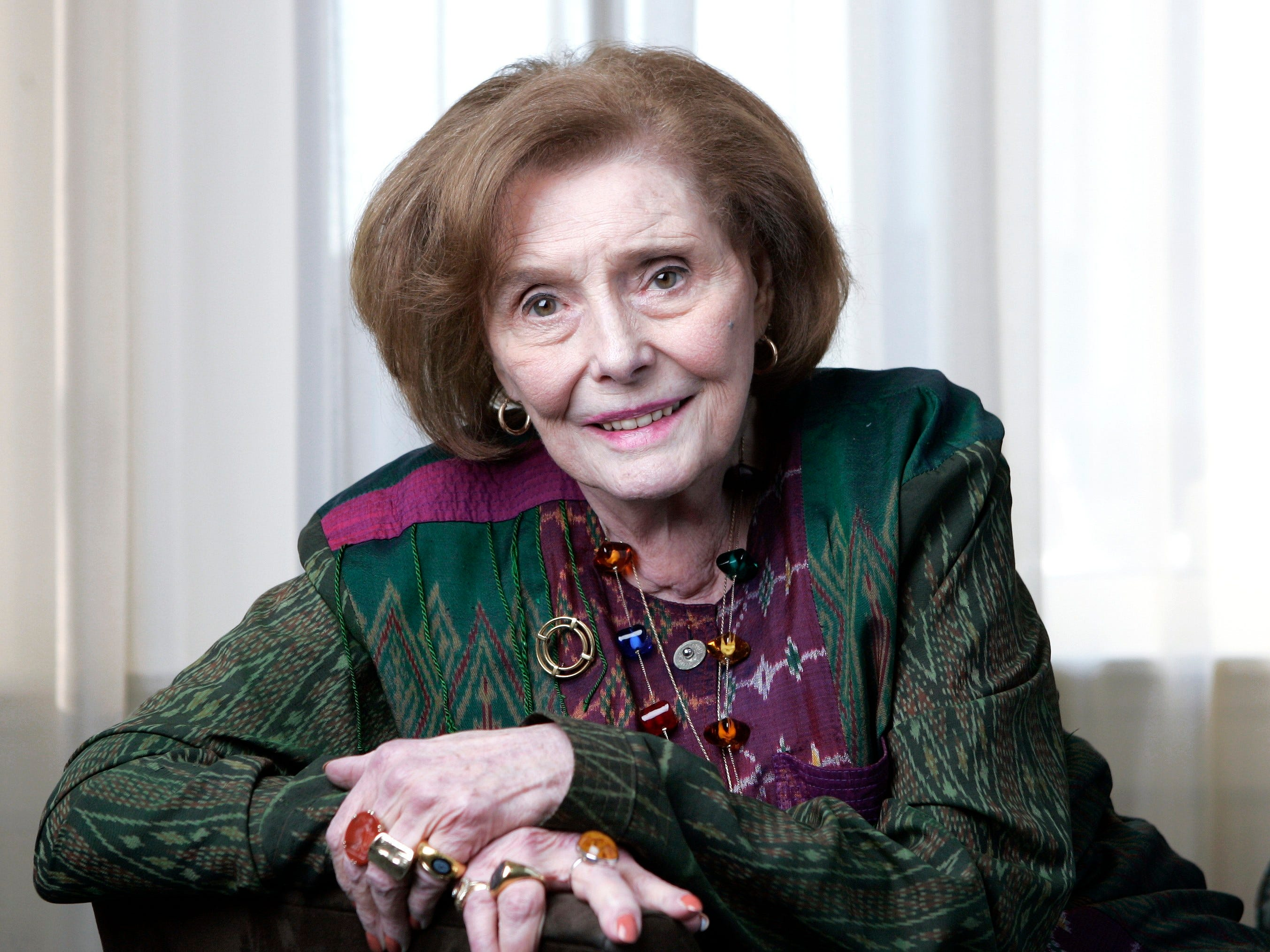 "In this April 21, 2008 file photo, actress Patricia Neal is shown during an interview in Nashville, Tenn. Neal, who won an Oscar in 1964 for ""Hud"" and later fought back from crippling strokes, died Sunday, Aug. 8, 2010, at age 84."
