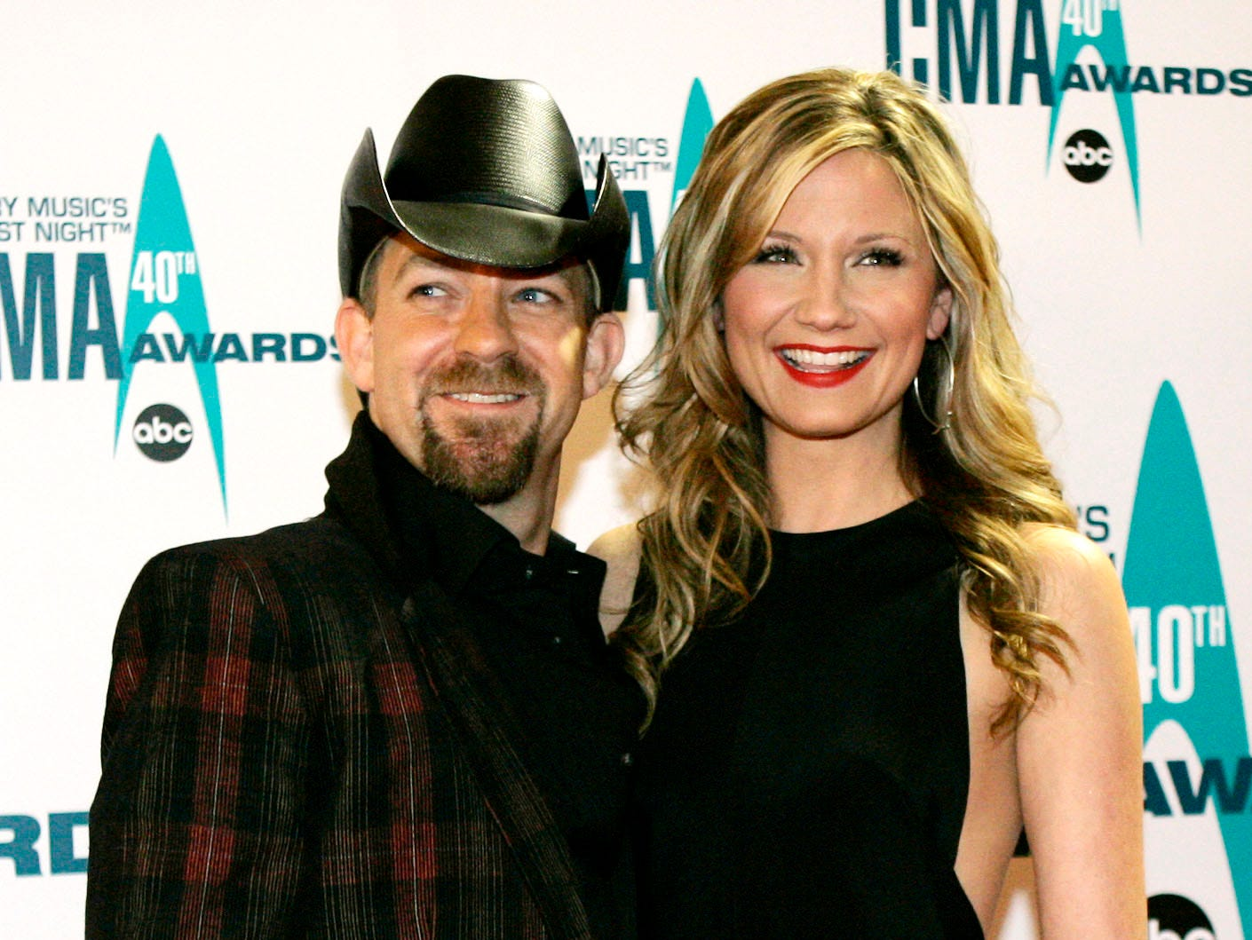 Kristian Bush, left, and Jennifer Nettles of Sugarland arrive at the 40th Annual CMA Awards in Nashville, Tenn. Monday, Nov. 6, 2006.