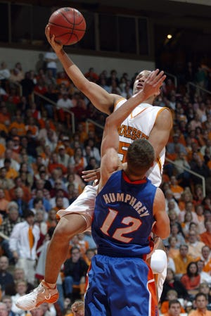 Tennessee's Chris Lofton drives to the hoop against Lee Humphrey of Florida  on Jan. 21, 2006.
