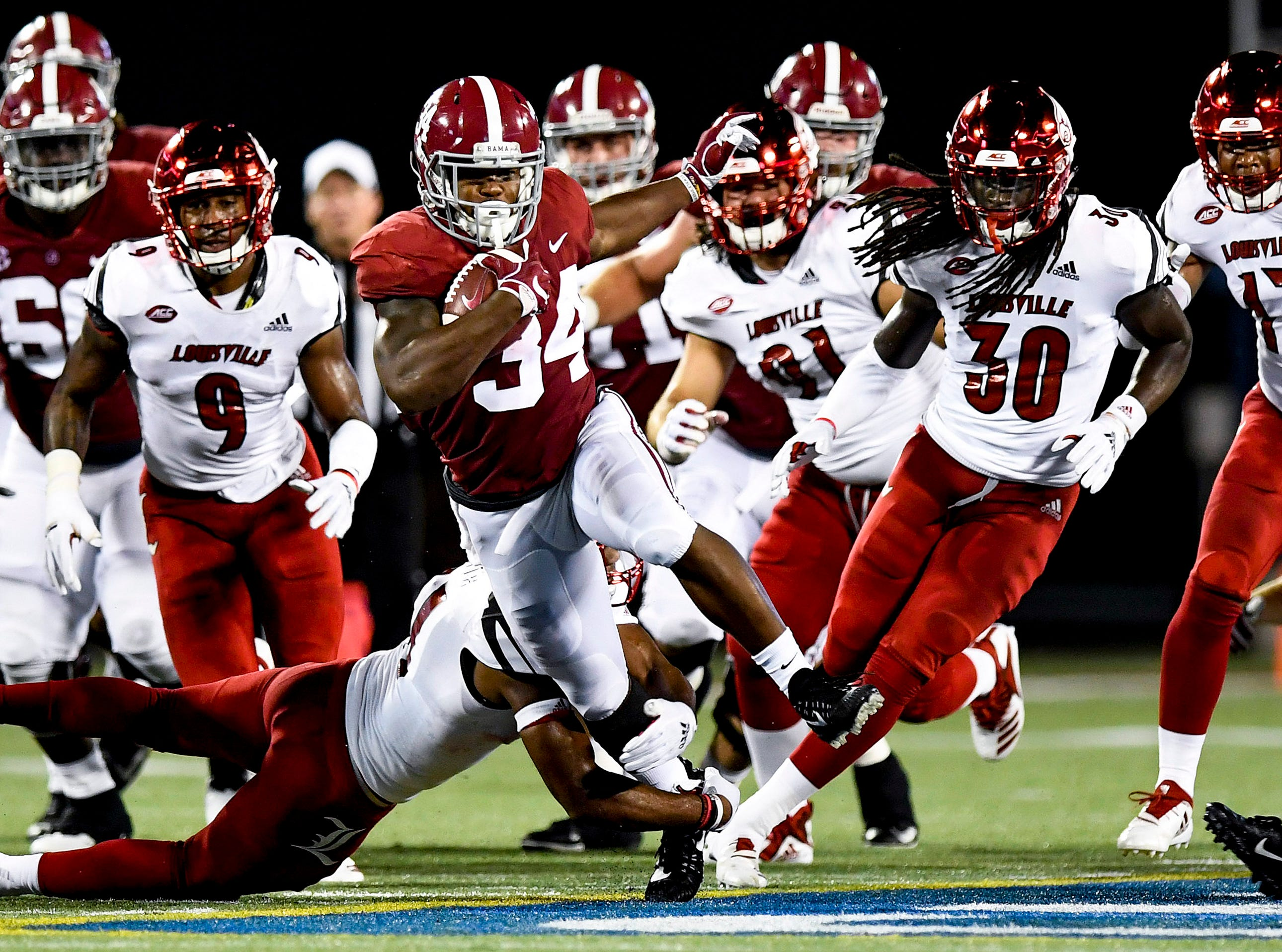 Alabama running back Damien Harris (34) breaks free for a big gain against Louisville In first half action of the Camping World Kickoff at Camping World Stadium in Orlando, Fla., on Saturday September 1, 2018.