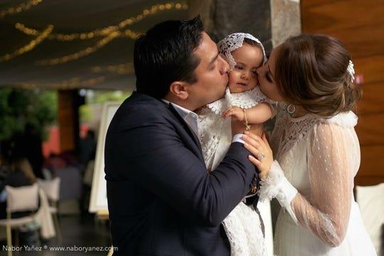 Todo el cariño de Julión y Nathalie para María Isabel. .