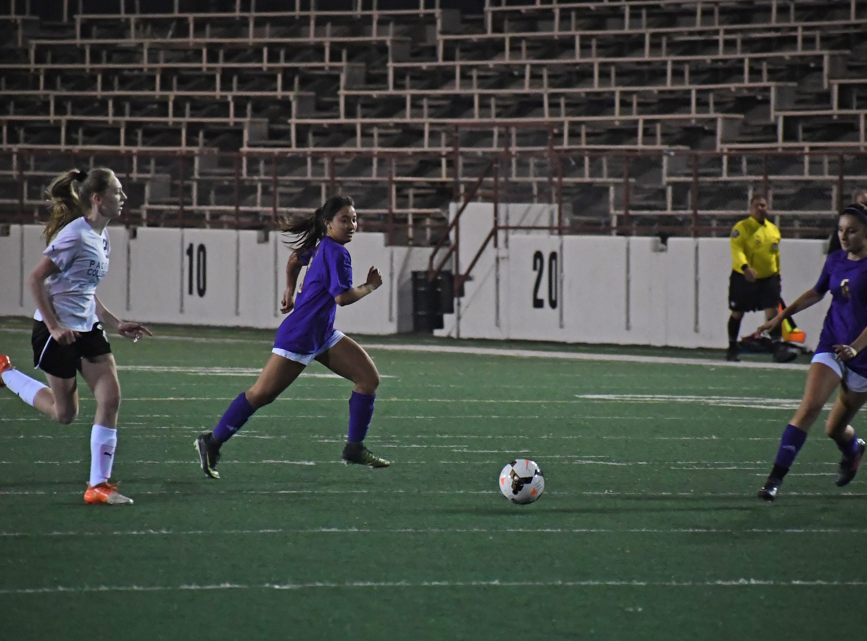 Senior Yadira Acosta (10) runs outside to set up an attack.