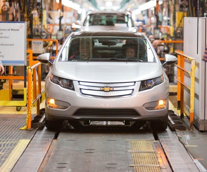 Gm Pulls Plug On Chevy Volt An Electric Car Trailblazer