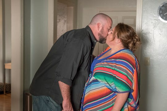 """Chris Sullivan as Toby Damon and Chrissy Metz as Kate Pearson on """"This Is Us."""""""