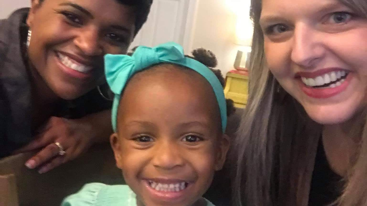 Strangers Embrace White Mom Who S Clueless About Black Daughter S Hair