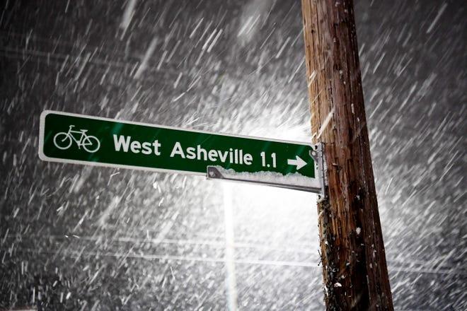 Snow falls in West Asheville Nov. 27, 2018.
