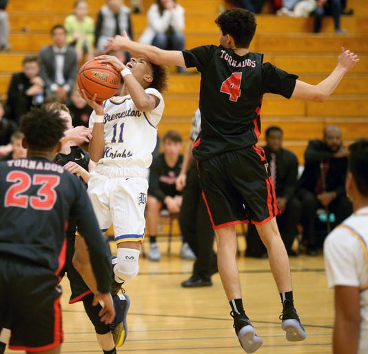 Bremerton Against Yelm B01oys Basketball