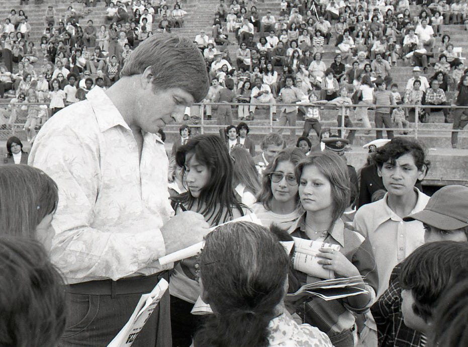 Former Cowboys player Bob Lilly signs autographs at the Menudo Bowl in Corpus Christi on Jan. 9, 1978.