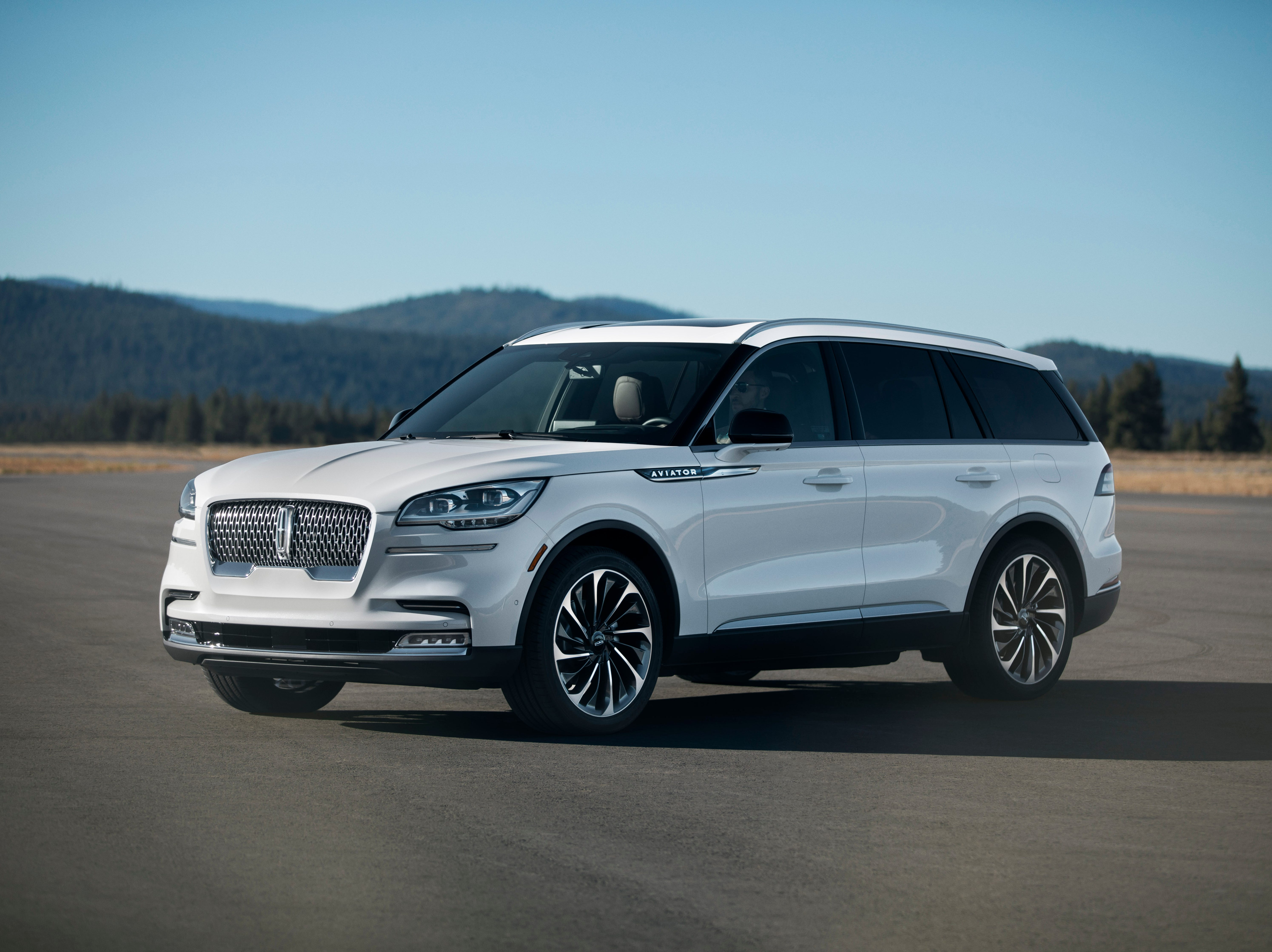 The 200-inch long wheelbase (compared to the Navigator's 210 inches) will come standard with rear-wheel-drive (all-wheel-drive is optional).